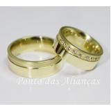 aliança de casamento moderna