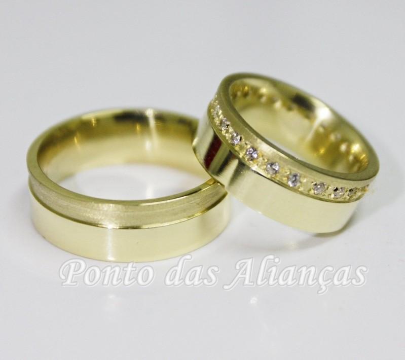 Aliança de Casamento Moderna sob Encomenda Água Rasa - Aliança de Casamento de Ouro