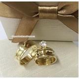 aliança de noivado de ouro